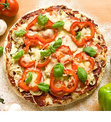 פיצה עם פלפלים כבושים (צילום: shutterstock)