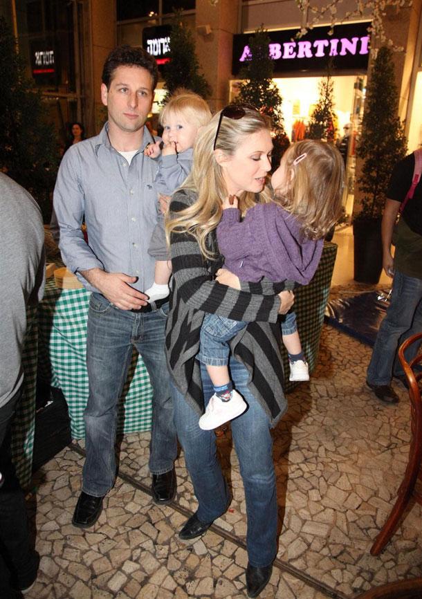 ינאי עם בעלה בן מוסקל והילדים אלכס ויהלי (צילום: אלירן אביטל)