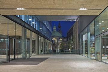הכניסה לבנק רוטשילד, לונדון. פרויקט של OMA (צילום: Philippe Ruault, OMA)
