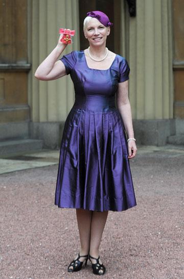 סולידית בטקס קבלת תואר מסדר האימפריה הבריטית (צילום: gettyimages)