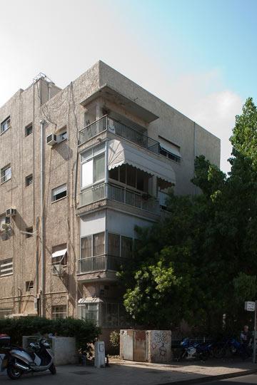 רוטשילד 139, בתכנון שמואל מסטצ'קין, שלמד בבית הספר באוהאוס (צילום:  טל ניסים )
