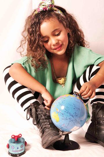 פלסטיק שוק. 50-30 אחוז הנחה על פריטים של מעצבים צעירים (צילום: אלי בוחבוט)