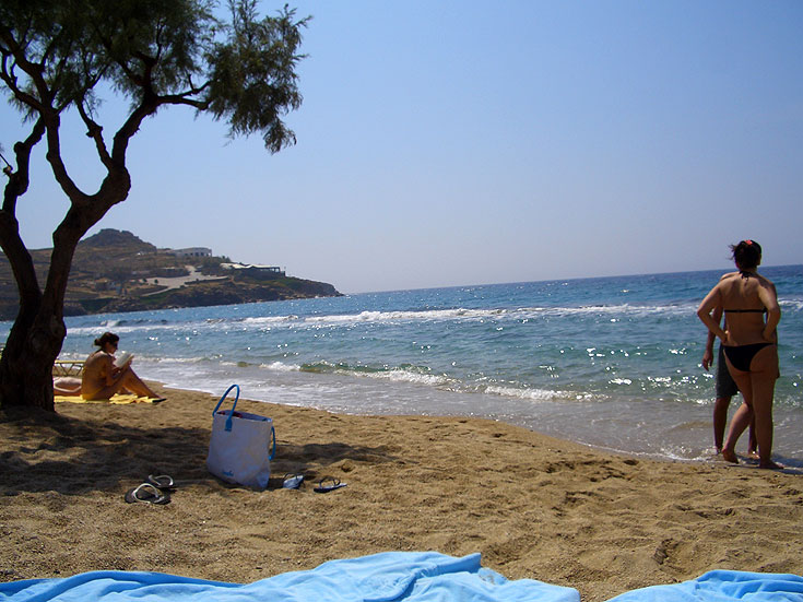 Paradise Beach במיקונוס יוון. פארטייה אחת גדולה (צילום: iriskh, CC)