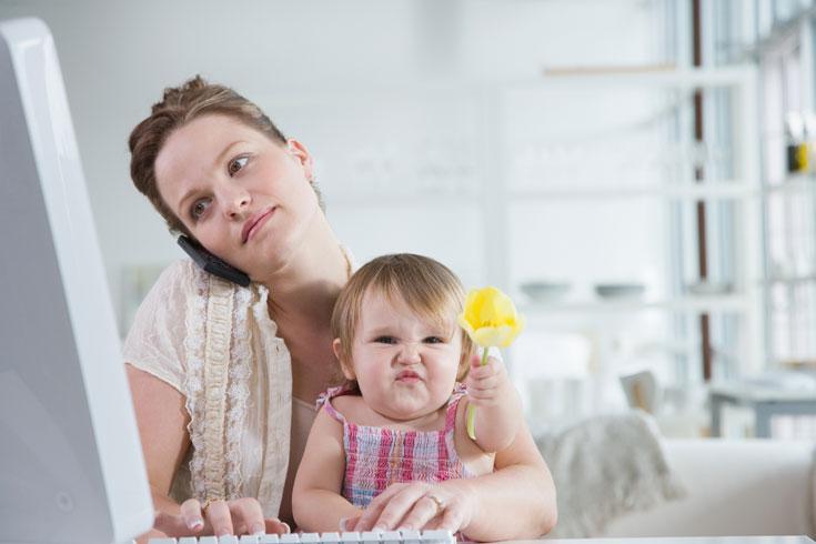 אמהות במשרה מלאה או לחזור למשרד? (צילום: thinkstock)