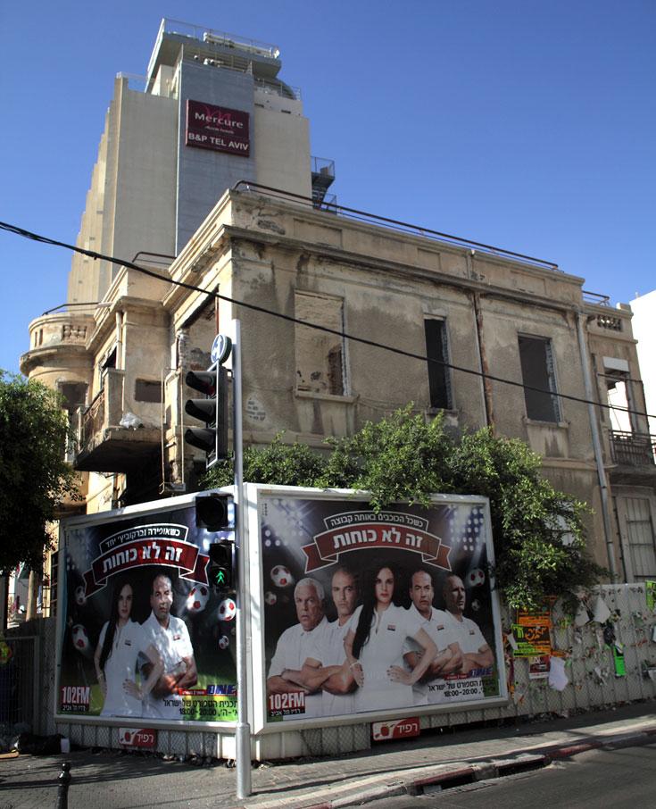 הבניין ברחוב אידלסון פינת בן יהודה עומד גם הוא בשיממונו (צילום: אמית הרמן)