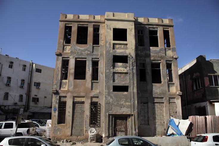 הנה מבחר מייצג של נכסים נטושים בתל אביב, שהם גם מבנים יוצאי דופן. הראשון נמצא ברחוב יונה הנביא 2, סמוך לחוף הים (צילום: אמית הרמן)