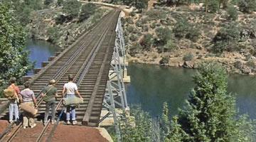 הצעידה על פסי הרכבת זכתה לאינספור מחוות