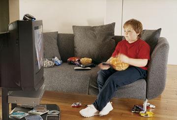 מפסיקים לאכול ליד הטלוויזיה (צילום: thinkstock)