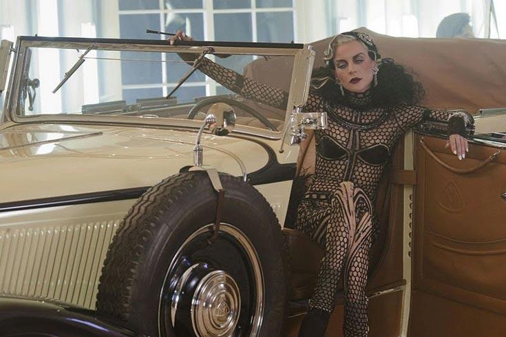 דפני גינס מככבת בצילומים של דיוויד לה שאפל למייבאך. ''דפני גינס אינה בת אדם - היא קונספט'' (צילום: דיוויד לה שאפל / Maybach )