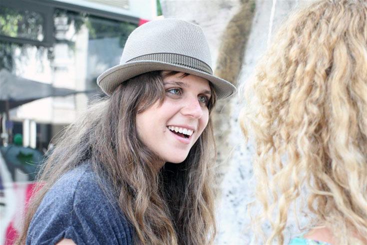 דפני ליף וכובע הפדורה. פרקטי, אופנתי ומושך תשומת לב (צילום: עופר עמרם )