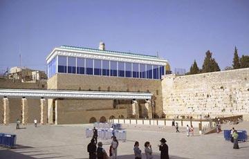"""מבנה בסגנון הורדוס. טוענים שאריאל שרון אישר (הדמיה: גדעון חרל''פ , אדריכל בית הכנסת הגדול של העם היהודי """"אור תורה - מחכמה'')"""