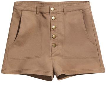"""מכנסיים קצרים, גרסת H&M למראה ה""""לא דופק חשבון"""" של דפני (צילום: הנס מוריץ )"""