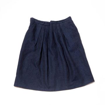 חצאית מתוך הקולקציה של אילנה אפרתי. לטענת המעצבת היא מקלה על הרכיבה (צילום: רוני כנעני)