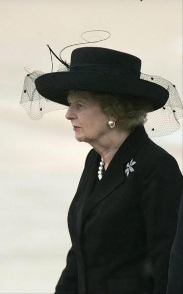 תאצ'ר. הסכימה להסיר את הכובע, אבל לא ויתרה על הפנינים (צילום: gettyimages)