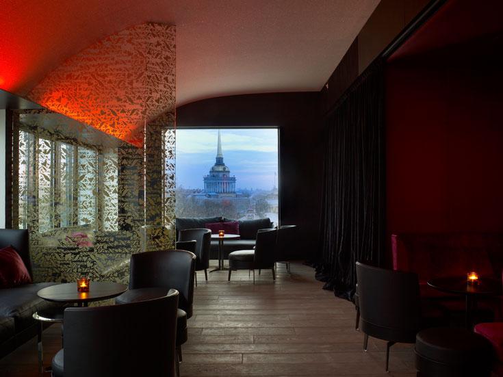 בעיר עטורת מבנים מפורסמים כמו סנט פטרבורג, כל מה שצריך לפעמים הוא חלון גדול. המלון החדש