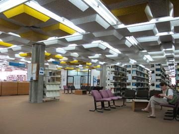 ספריית מדעים מדויקים והנדסה באוניברסיטת תל אביב. נדלר-נדלר-ביקסון-גיל (צילום: מיכאל יעקבסון)