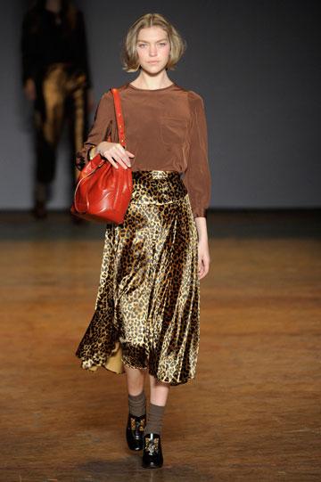 חצאית מידי מנומרת בתצוגת האופנה של מארק ביי מארק ג'ייקובס (צילום: gettyimages)