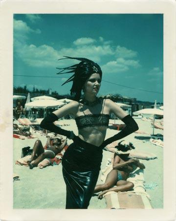 (צילום: Helmut Newton stern St. Tropez 1978 Polaroid copyright Helmut Newton Estate)