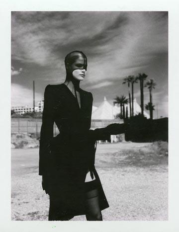 (צילום: Helmut Newton Thierry Mugler Monte Carlo 1998 Polaroid copyright Helmut Newton Estate)