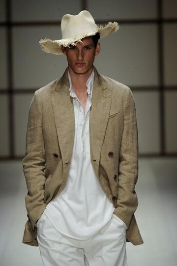 תצוגת אופנה של סלבטורה פראגמו. גווני פסטל רעננים (צילום: gettyimages)