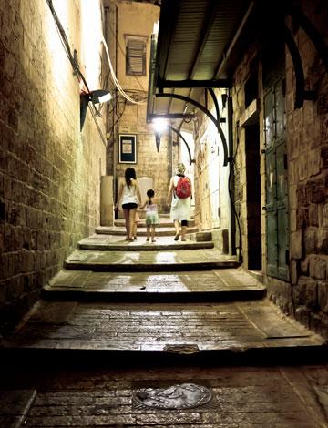 קסם מזרח תיכוני. סמטה בנצרת (צילום: יוחי מנדיל)