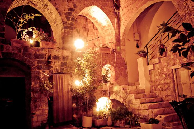 """אווירה ביתית בלב העיר העתיקה של נצרת. אכסניית """"פאוזי עאזר"""" (צילום: יוחי מנדיל)"""