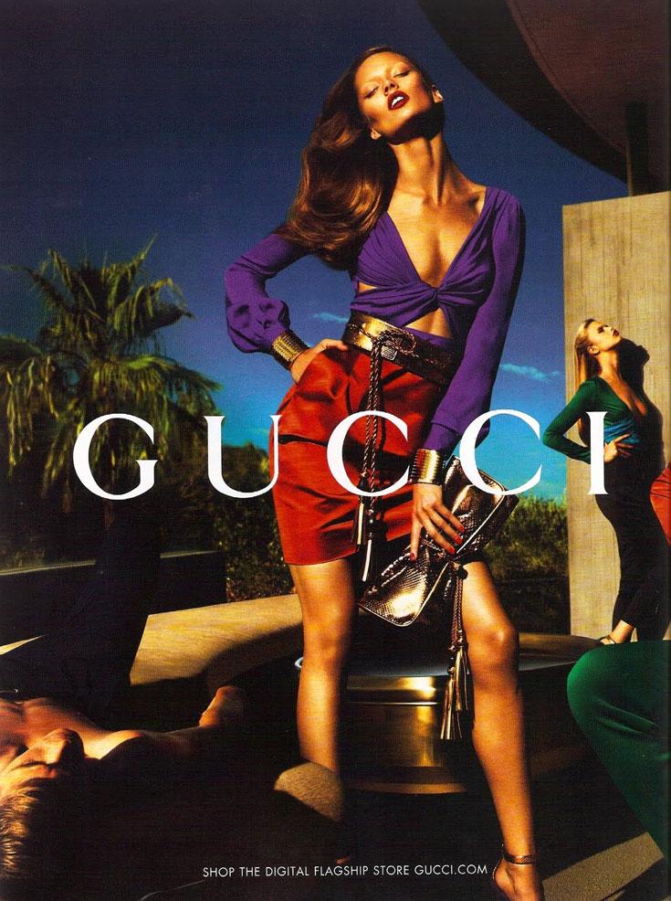 היילי קלאוסון בפרסומת לגוצ'י. דוגמנית עולה