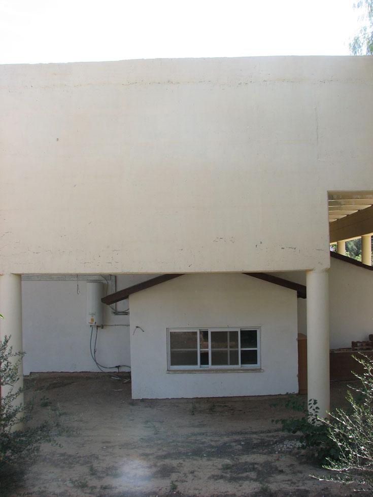 מבט נוסף על מיגון המבנה הקטן. אדריכלות ישראלית (צילום: מיכאל יעקובסון )