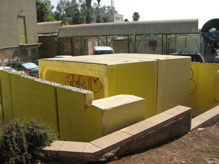 מקלט ציבורי, טיפוסי לישראל כולה, בשדרות (צילום: מיכאל יעקובסון )