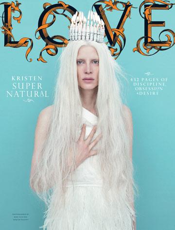 קריסטן מקמנאמי על שער מגזין Love. סמל של יופי גותי