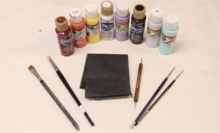 החומרים הדרושים: נייר קופי שחור, מכחולים: אלכסון, עגול, ליינר, דריי ברש, מנקד (סטיילוס) ספוג, צבעים אקרילים: שמנת, לבן, שחור, אדום, בורדו, צהוב, תכלת, ורוד, סגול בהיר, סגול לילך (צילום: עידו ארז )
