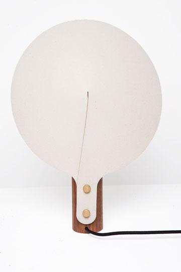 מנורת Chuko  במצב כבוי (צילום: גלעד לנגר)