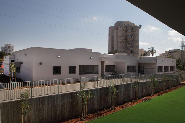 בית הספר ''מורשת נריה'' לא נבנה בשלבים, כמקובל, אלא בבת אחת, אף שהשנה הוא יופעל רק במתכונת חלקית (צילום: אמית הרמן)