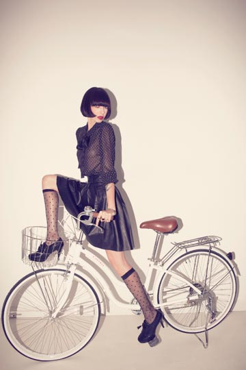 דנה פרימן בקמפיין האופניים של קסטרו. ''אני לא מתיימרת להיות יותר מאחרים, אני לא אומרת שאני מושלמת וכוסית'', אומרת שגב (צילום: דודי חסון)