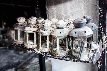 חפצים ששרדו את השריפה הגדולה בפברואר (צילום:  מאיר אזולאי)
