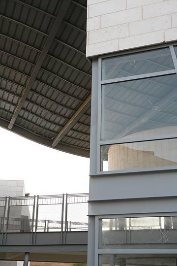 בית הספר במודיעין. מרחב פתוח ומוצל (צילום: ניקיטה פבלוב )