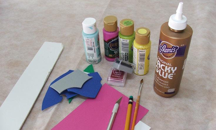 החומרים הדרושים: חתיכת סול, חתיכת קאפה, סכין גרפיקאים, עיפרון, דבק (דבק חם או נוזלי חזק), דיו לחותמות או צבעי אקריל או גואש, הדפסה של סממני חג ונייר קופי (צילום: עדיה ברקוביץ')