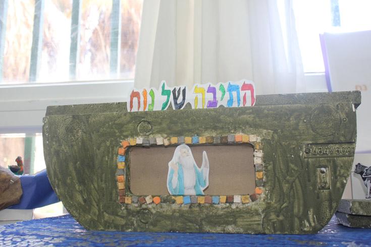קופסת קרטון שנצבעה והפכה לתיבה: התיבה של נוח (באדיבות אתר ''את זה'')