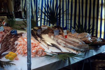שוק הוא חלק אינטגרלי מעיר שמכבדת את עצמה. הנה שוק האוכל בבסטיליה, פריז (צילום:  chadmiller, cc)