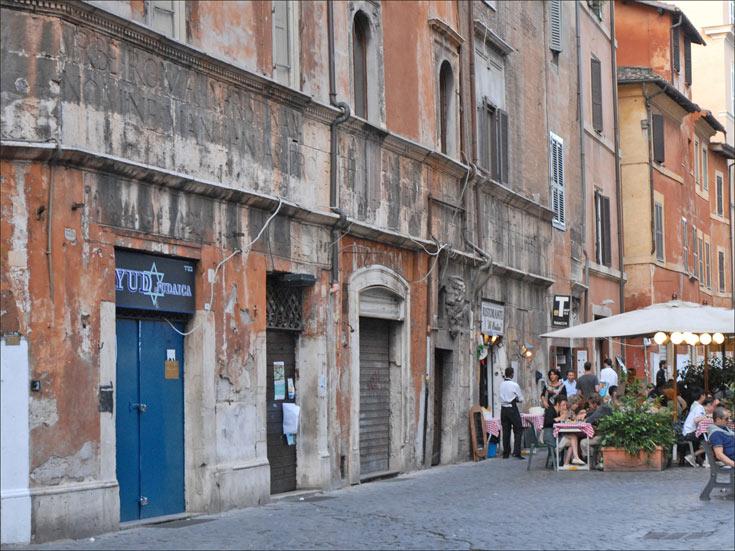 Portico D'Ottavia, שנבנה לכבוד אחותו של אוגוסטוס אוקטביה (צילום: dalbera cc)