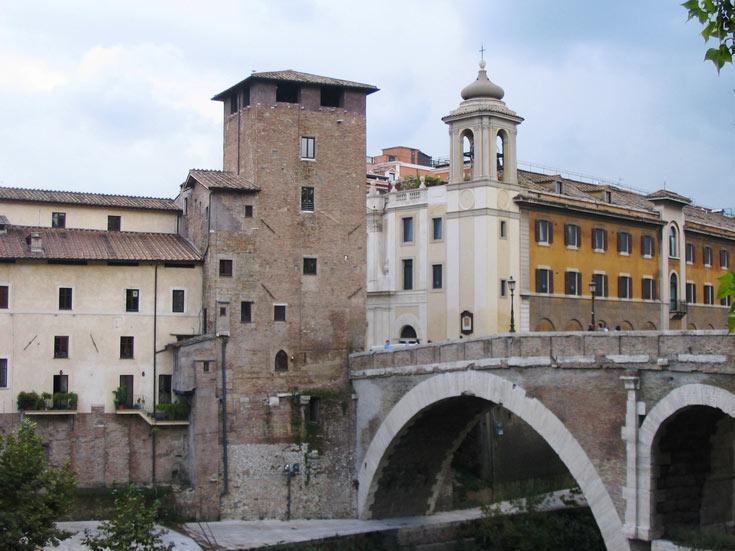 גשר הולכי רגל Ponte Fabricio. העתיק ביותר מעל הנהר (צילום: mac_xill cc)