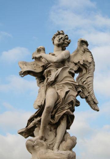 על גשרPonte Sant'Angelo, פסלי שיש עם סמל הפסיון של ישו  (צילום:  dags1974 cc)