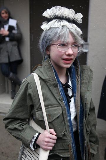 שיער אפור בכניסה לתצוגת האופנה של רודארטה, 2010 (צילום: gettyimages)