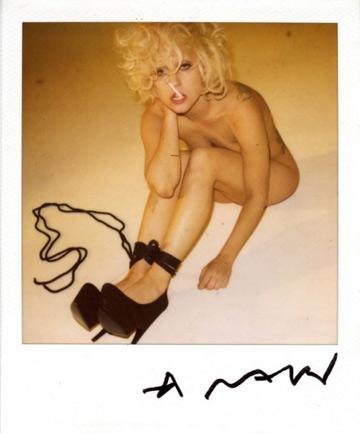 """אמנותית. ליידי גאגא מתוך מגזין """"ווג"""" היפני"""