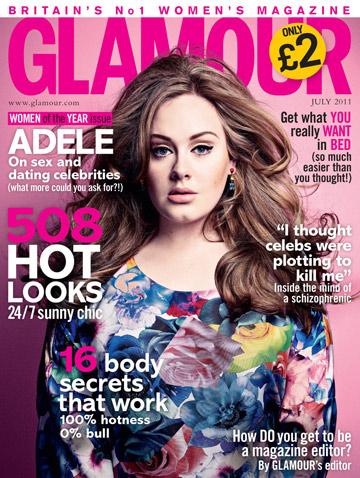 בשמלה לא מחמיאה על שער גיליון יולי של מגזין גלאמור