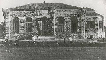 בית העם ההיסטורי של רחובות מיד לאחר הקמתו ב- 1913 (באדיבות הארכיון לתולדות רחובות)