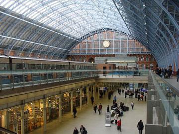 תחנת סנט פנקראס, לונדון. דומה? (צילום: Przemysław Sakrajda ,cc)