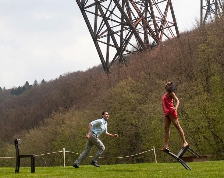 גשר מונגסטן, הגבוה ביותר בגרמניה, נחשב למופת הנדסי. 6 קורות פלדה תומכות ב-5,000 טונות המתכת שלו (צילום: Donata Wenders)