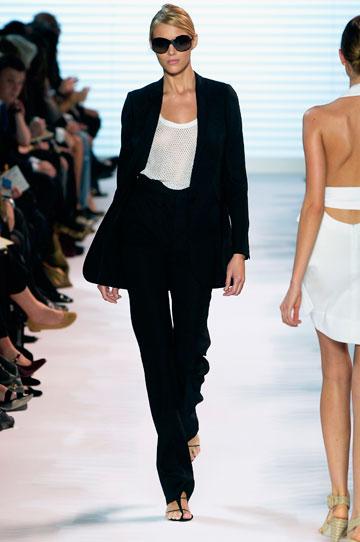 קולקציית אביב-קיץ 2007. חליפת הטוקסידו הפכה לסימן ההיכר של המעצבת (צלום: gettyimages)