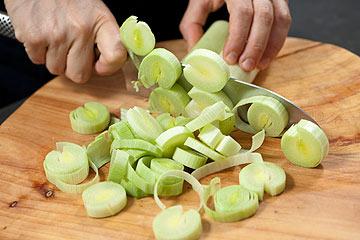 אפשר להחליף את הכרשה בכל ירק אהוב (צילום: דודו אזולאי)